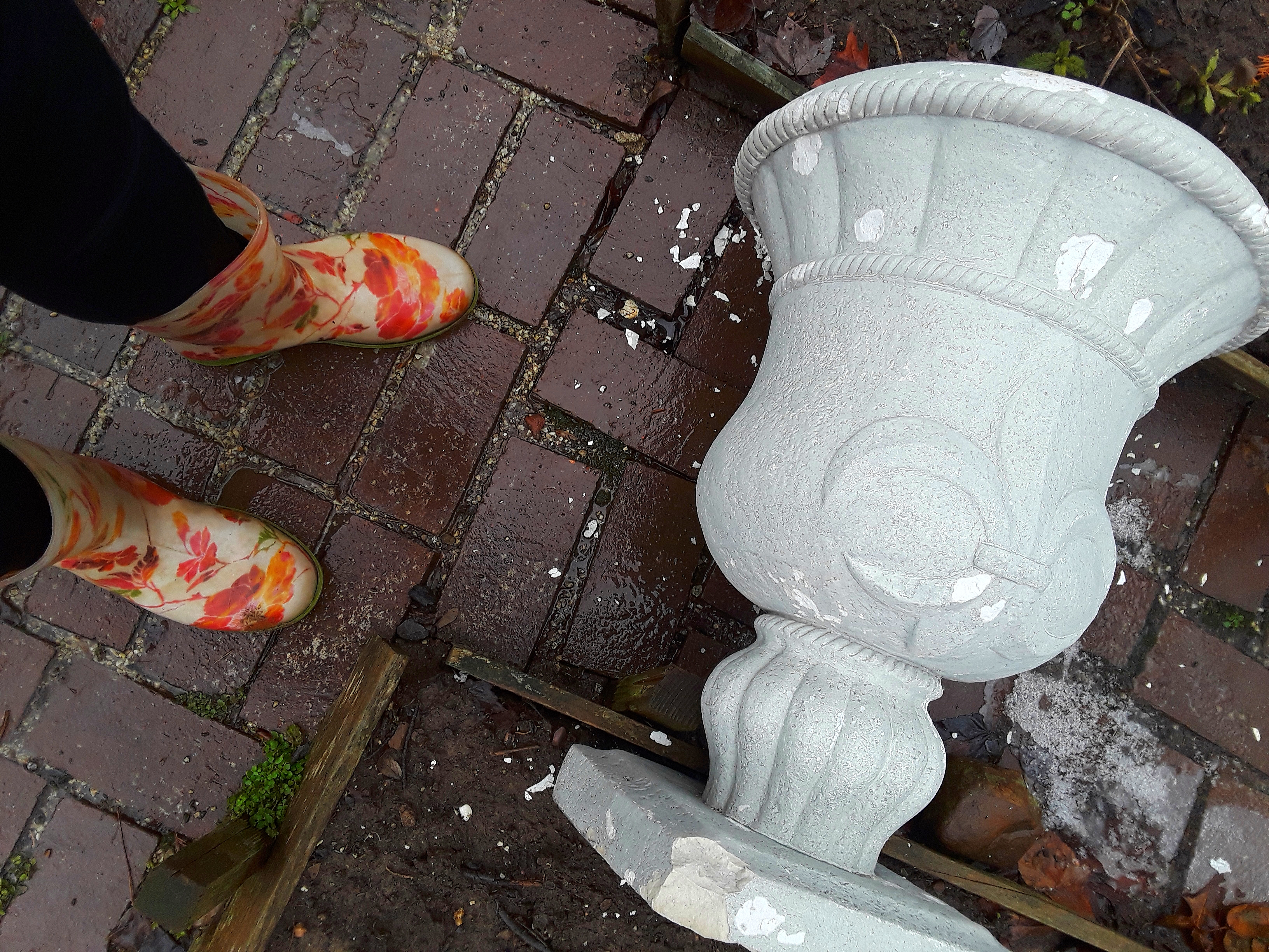 weathering of cement urns includes chipping
