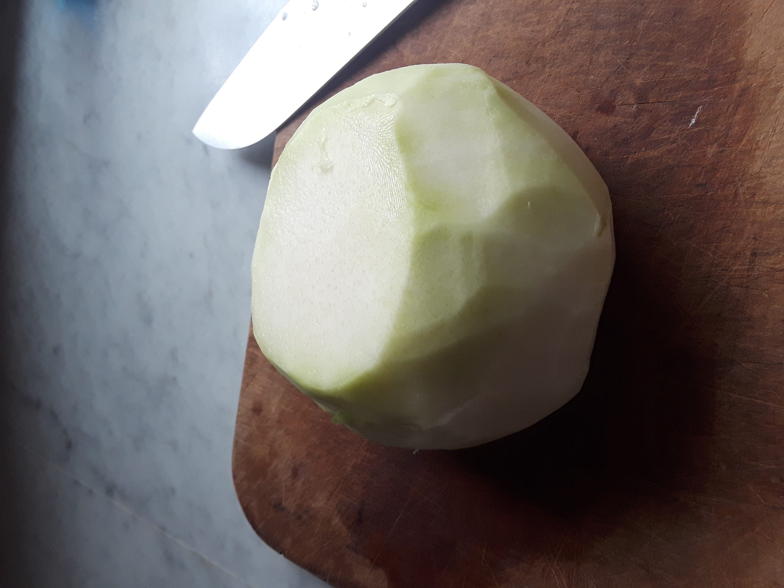 ends cut off the peeled kohlrabi bulb